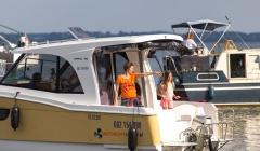 Janmor 700 wygodny jacht motorowy dla rodziny